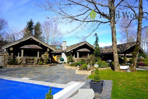 Дом из желтого канадского кедра площадью 600м²