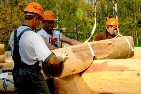Видео монтажа элитного деревянного дома из красного канадского кедра в Подмосковье