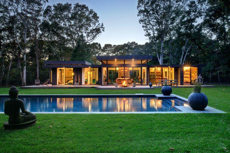 Потрясающий современный деревянный дом площадью 185 м²